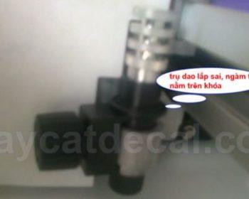 Máy cắt chữ Mimaki CG-60SRIII gõ đầu dao khi vận hành